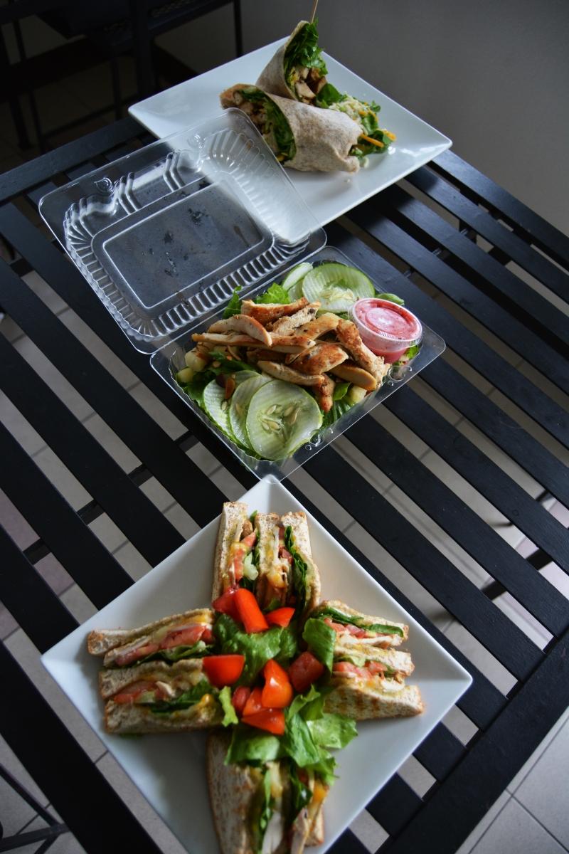 Toss roll salad bar the food herald for Food bar 2015